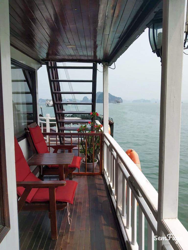 varanda barco na Bai tu Long Bay