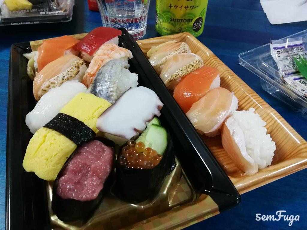 sushi de loja de conveniência
