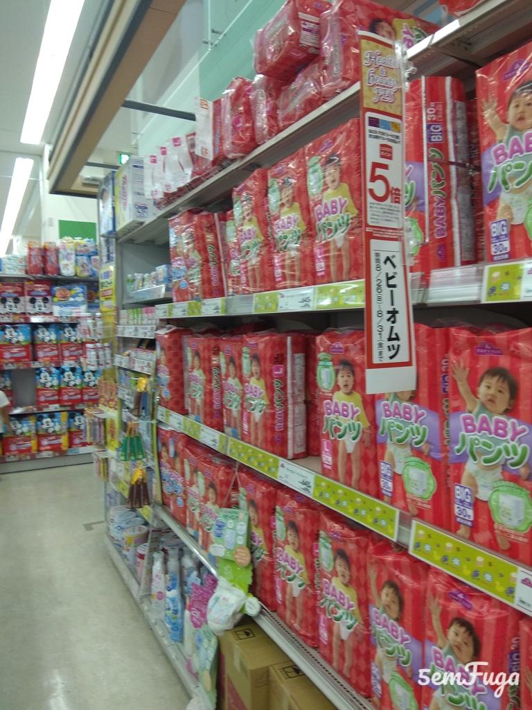 fraldas em supermercado no japão