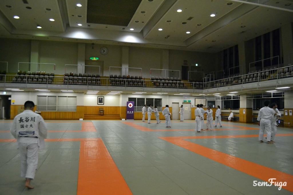 interior do kodokan judo institute em tóquio
