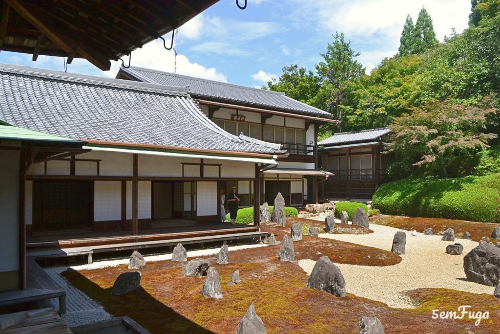 templo em quioto com jardim japonês