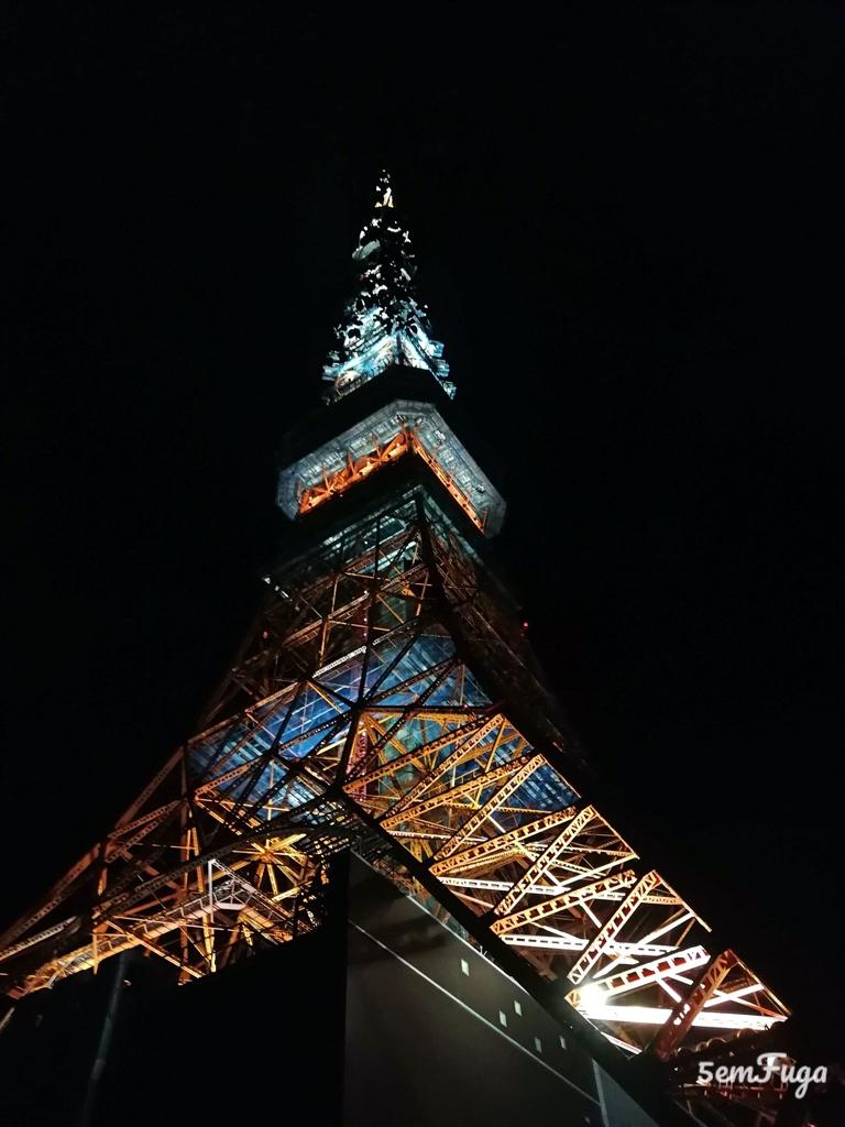 tokyo tower à noite