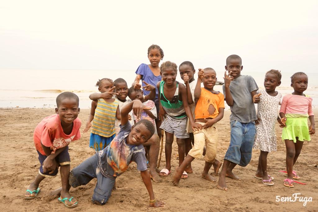 crianças a sorrir em são tomé