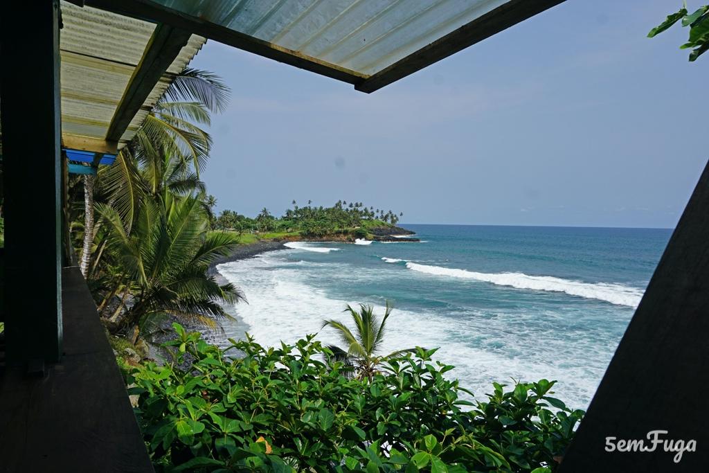 varanda com vista para o mar no complexo miradouro
