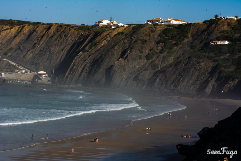 baía na praia da arribana, algarve