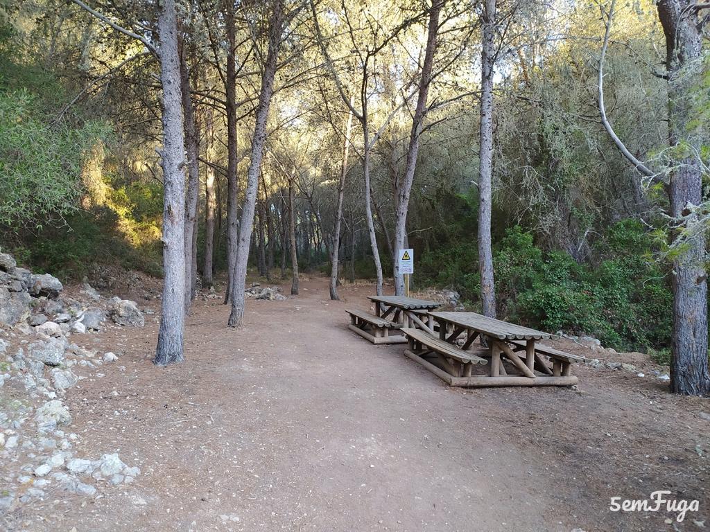 parque de merendas no trilho dos 7 vales suspensos, algarve