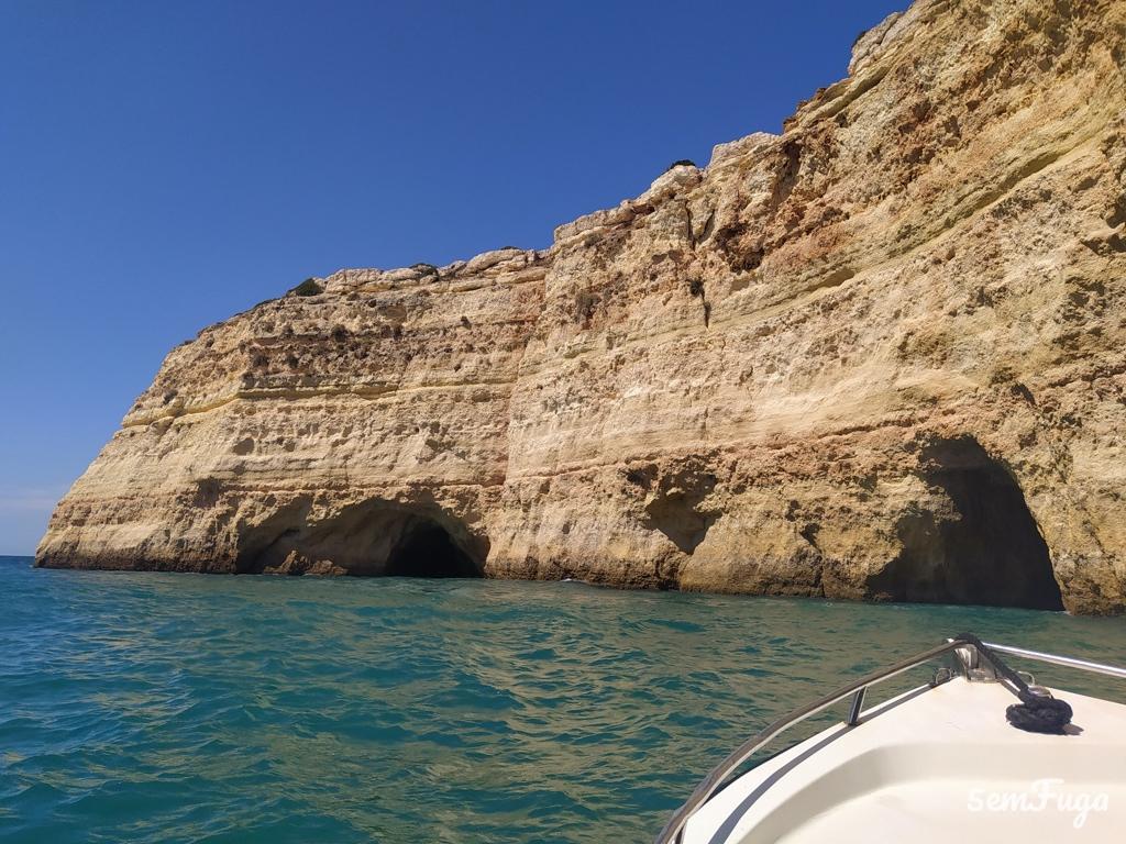 grutas no passeio de barco no carvoeiro, algarve