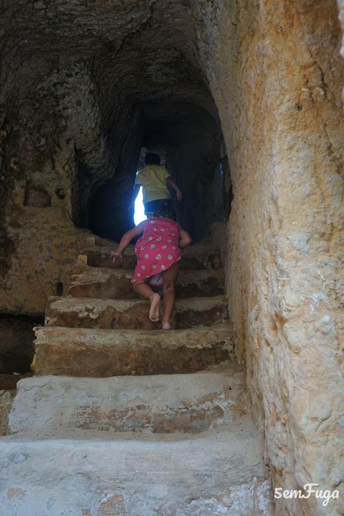 escadas de acesso à praia do carvalho, no carvoeiro, algarve