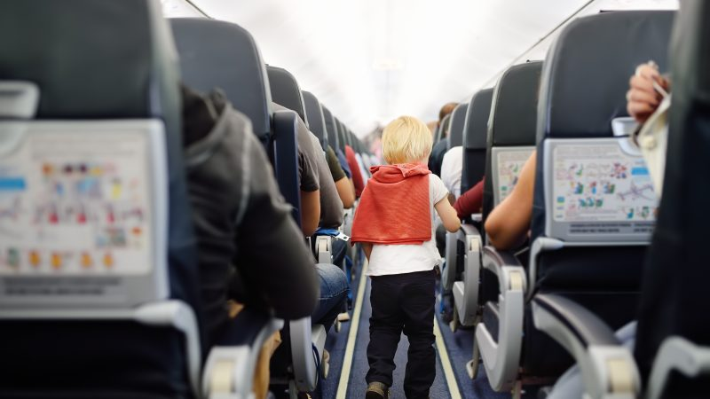 Como sobreviver a voos longos com crianças