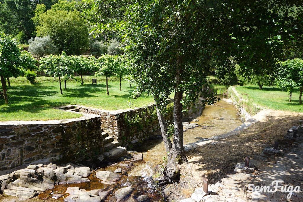 piscina mais funda do parque fluvial, mas sem água por as comportas estarem abertas