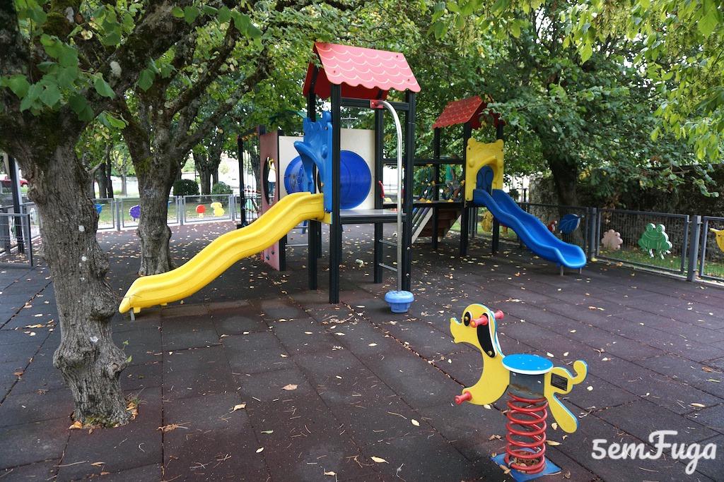 parque infantil em tábua